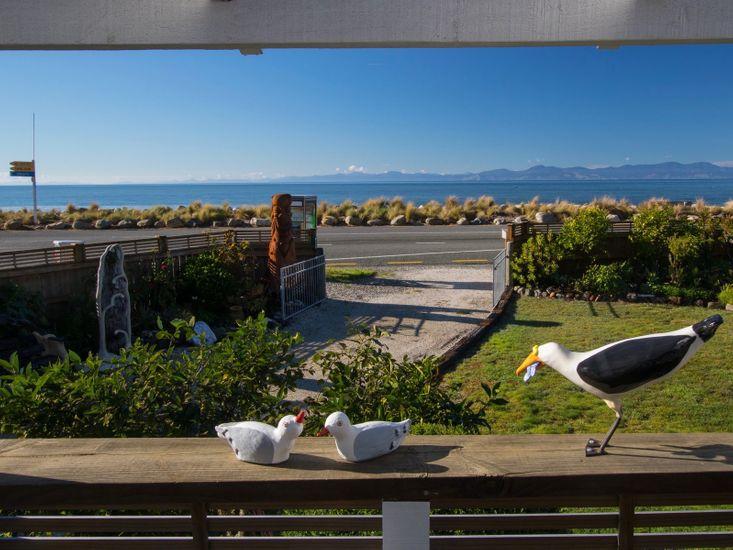 Raisin Town - Marahau Bach - Sea Views from Deck