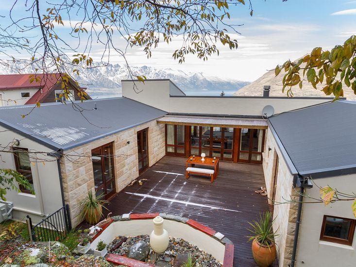 Vista Retreat - Queenstown Holiday Home
