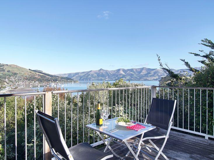 Tiro Treasure - Akaroa Holiday Home - Outdoor Living with A View