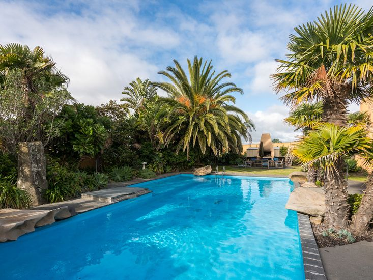 Swimming Pool & Fire BBQ - shared facilities *Fireplace is now a fire BBQ*