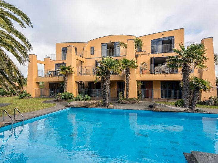 La Belle Maison - Ruakaka Holiday Home - Middle Apartment Only
