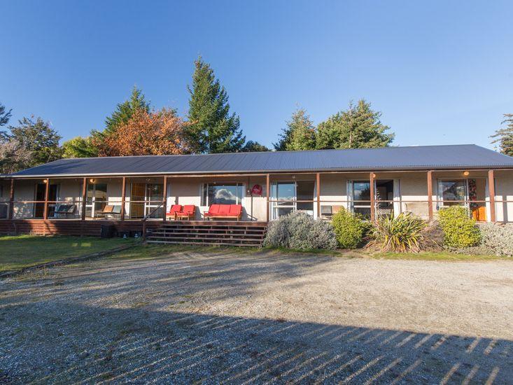 The Long House - Wanaka House