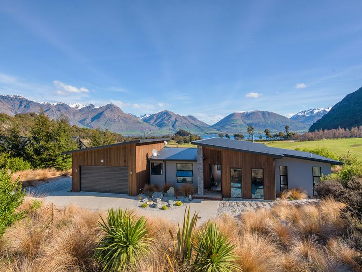 Lookout Retreat - Queenstown Holiday House