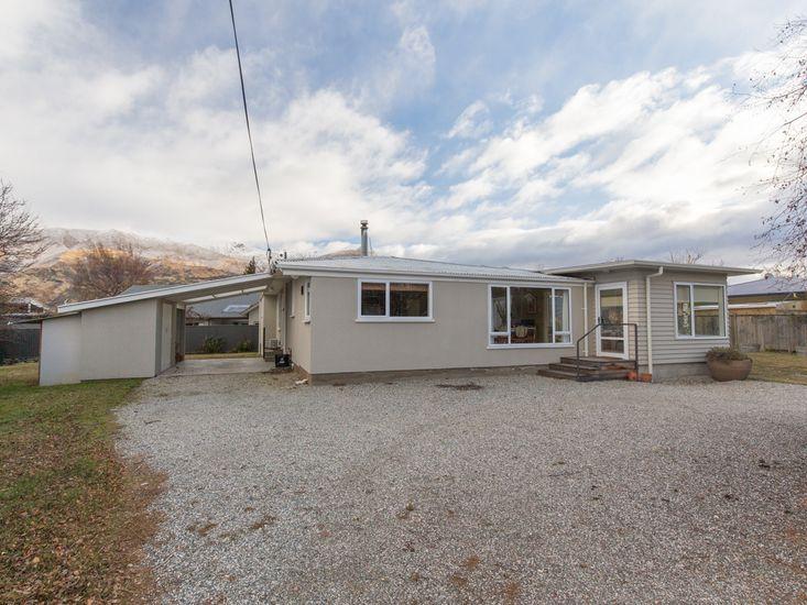 Southern Lakes Base - Wanaka Holiday Home