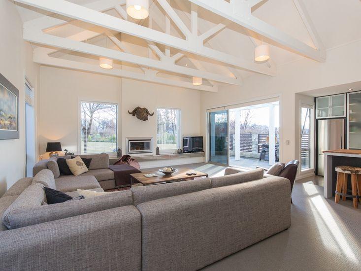Alpine Retreat - Wanaka Holiday House - Living Area