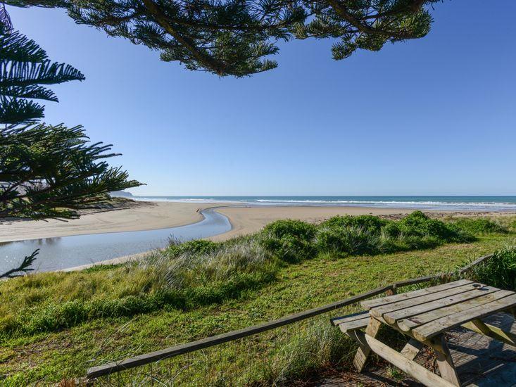 Waipuka - Ocean Beach Bach - Beachfront Views