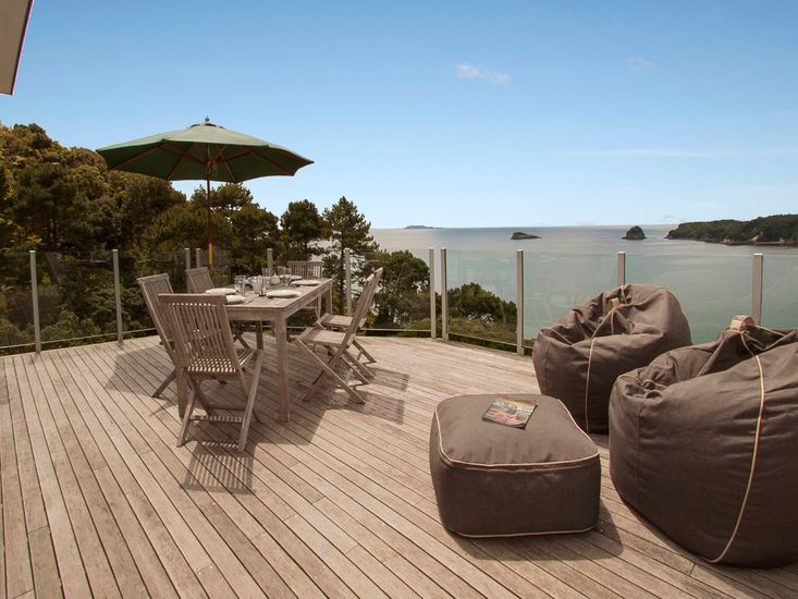 Pacific Views - Hahei Holiday Home - Outdoor Living with Stellar Views
