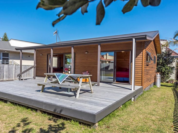 Puriri Cottage - Mt Maunganui Holiday Home - Exterior and Outdoor Living