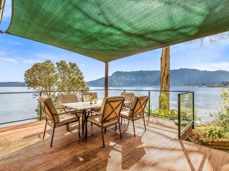Lakefront Sublime - Lake Rotoiti Holiday Home - Outdoor Living