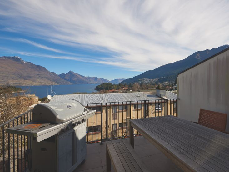 Ridge Escape - Queenstown Apartment - Outdoor Living