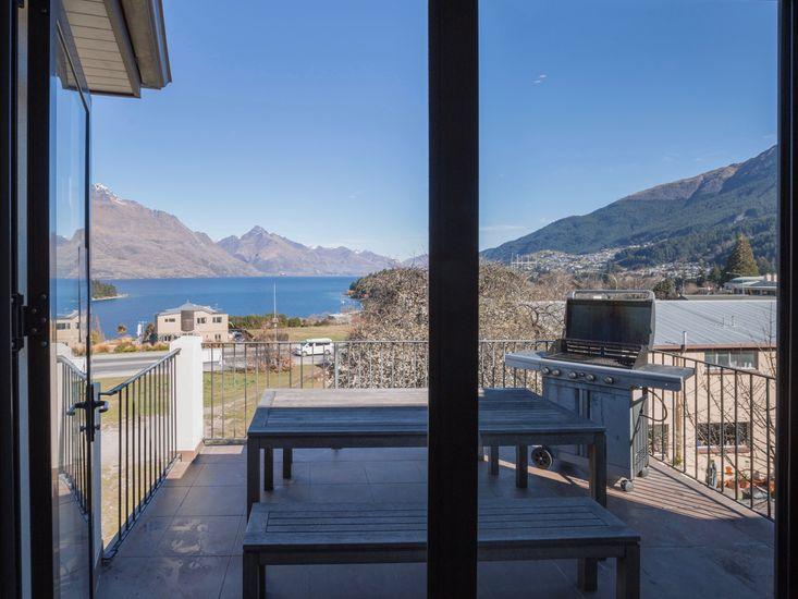 Lake and Mountain Ridge - Queenstown Apartment - Indoor/Outdoor Living