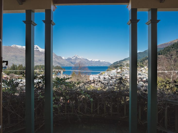 McAlister House - Queenstown Holiday Home