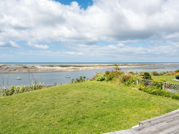 Roberts Retreat - Mangawhai Holiday Home - Harbour Views