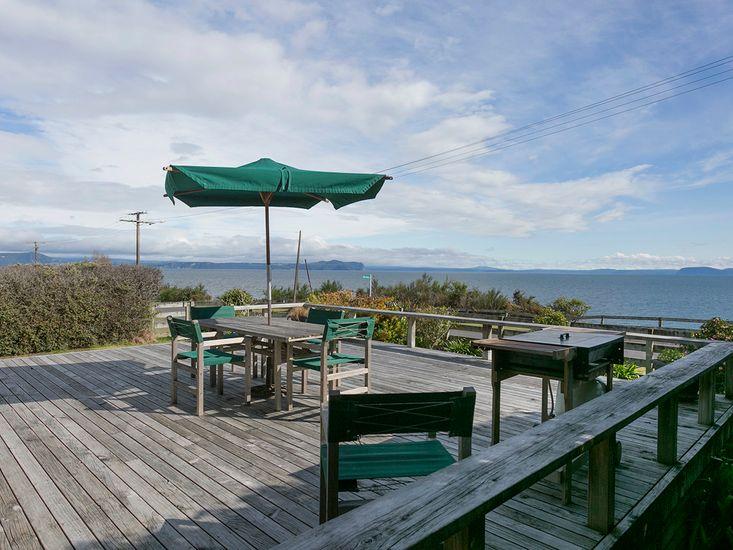 Lake House - Tauranga Taupo Holiday Home - Outdoor Living