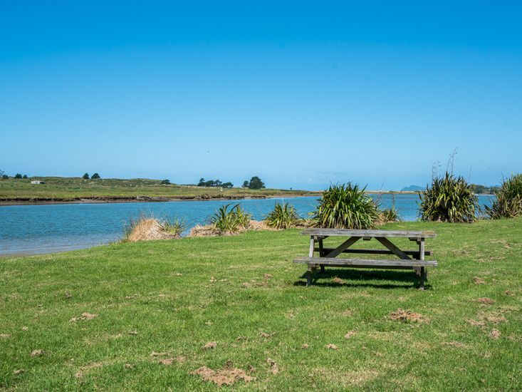 Estuary - 2 minute walk away