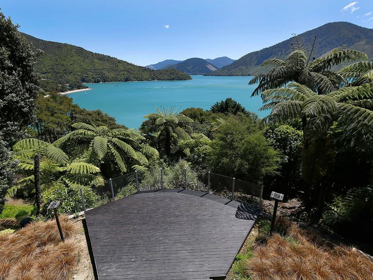 Bay View Serene - Moetapu Bay Holiday Home