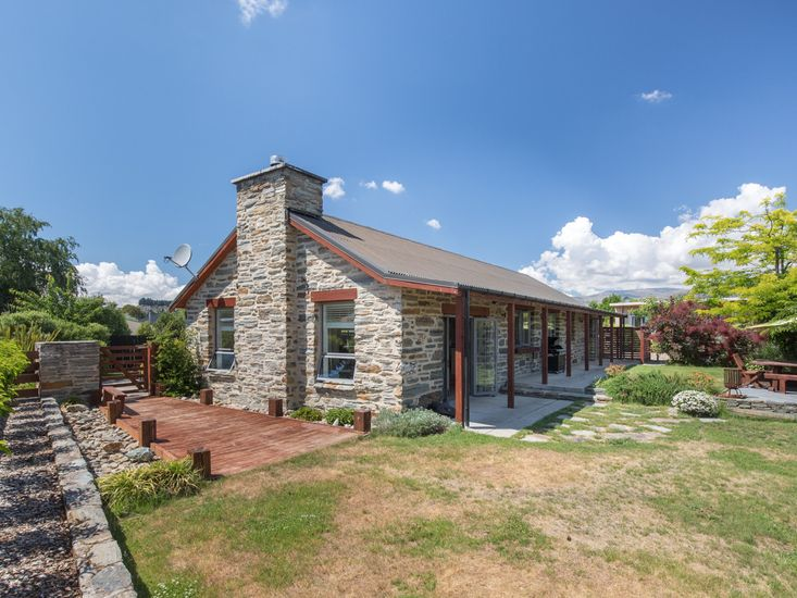 Modern Cottage Charm - Albert Town Holiday Home