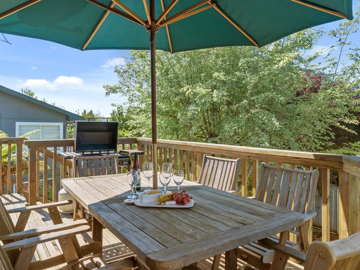 Family at Wharewaka - Wharewaka Holiday Home - Outdoor Living