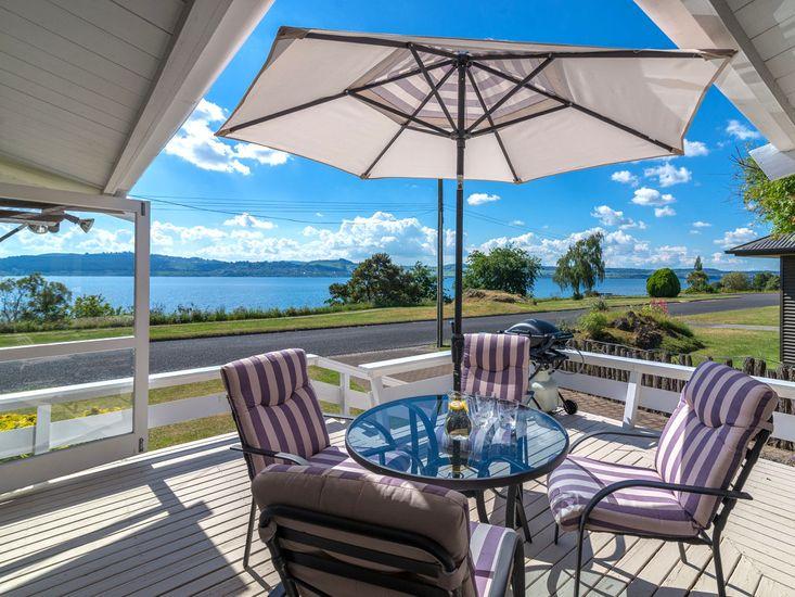 Lakeside Sublime - Wharewaka Holiday Home - Outdoor Living