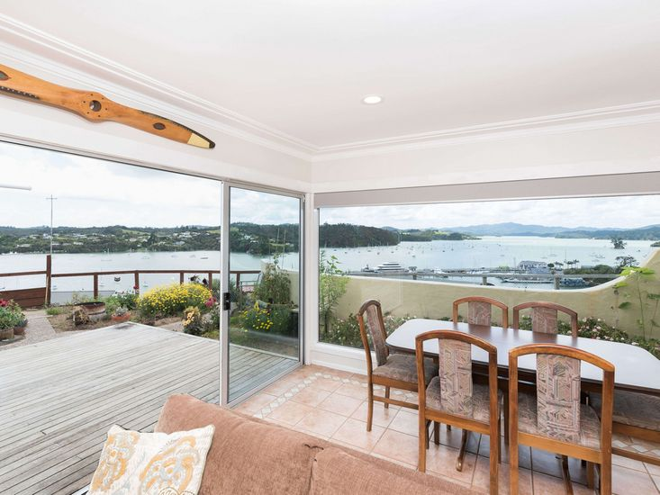 Dining area onto deck - Fascinating views!