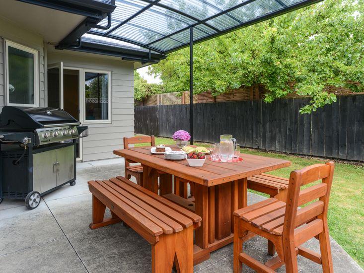 Taradale Treasure - Napier Holiday Home - Outdoor Dining