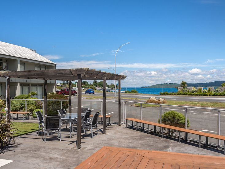accommodation in taupo - lakeside