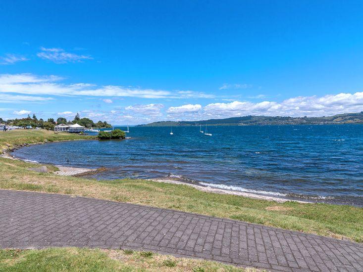 lakeside accommodation taupo