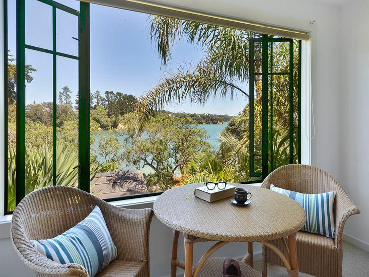 Bay Cottage - Surfdale Holiday Home