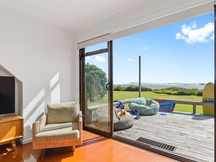 Lounge + View