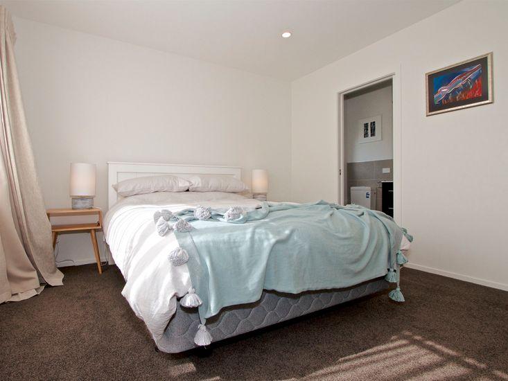 Bedroom 1 (w/ Ensuite)