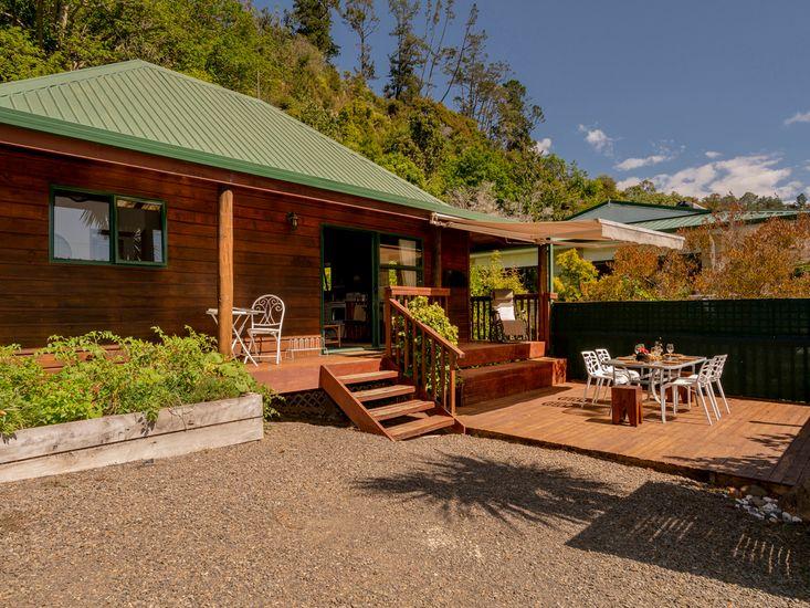Cedar Cottage - Tairua Holiday Home