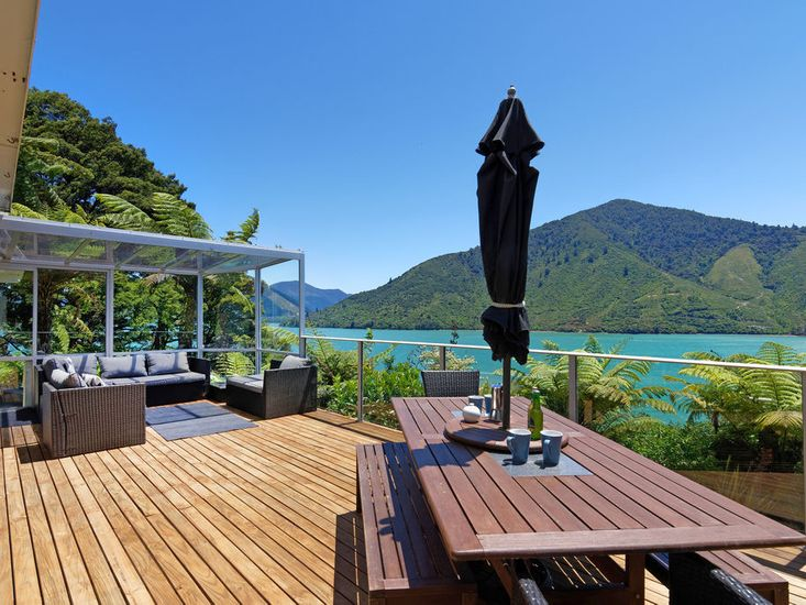 Aquamarine Dreams - Moetapu Bay Holiday Home
