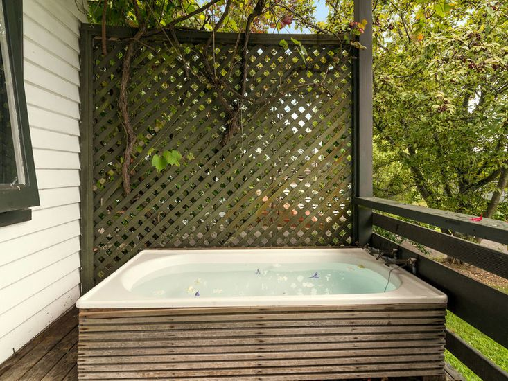 Outdoor Hot / Cold Bath
