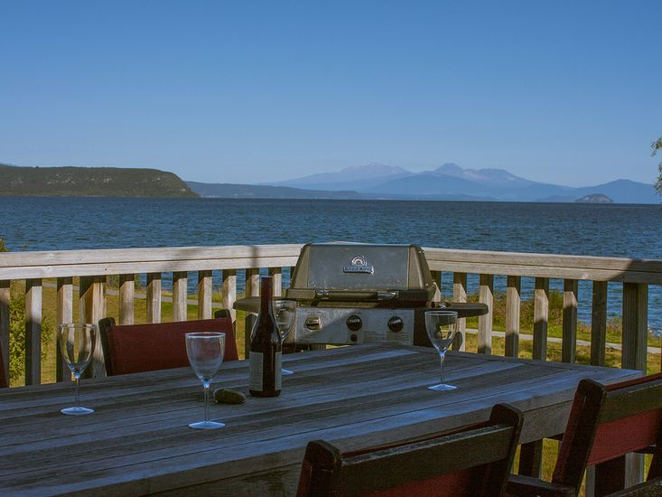 best waterfront holiday homes in taupo