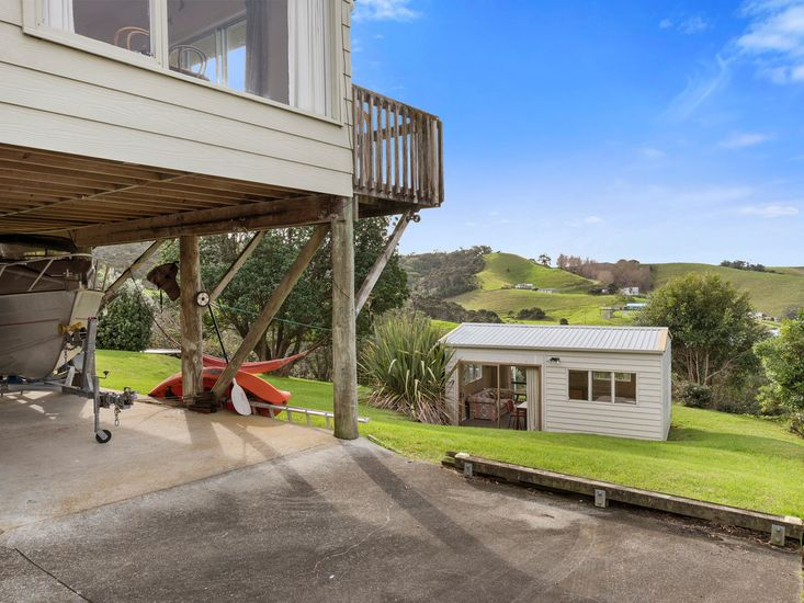 Driveway of the Martins Bay holiday home