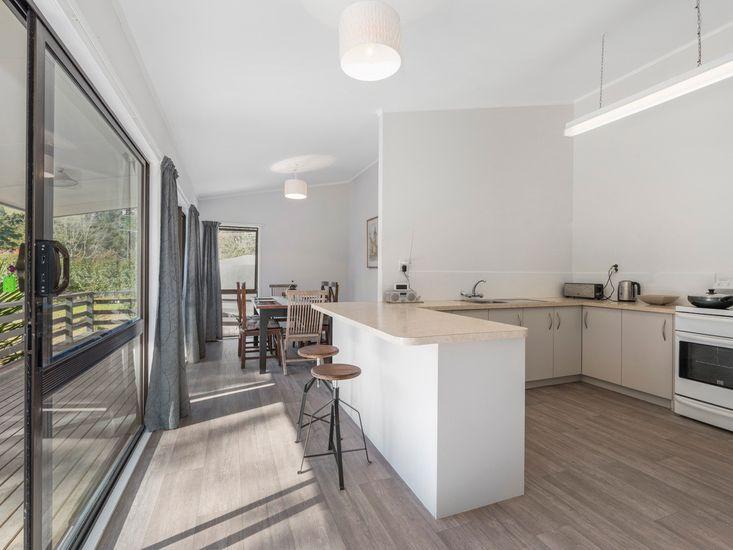 Kitchen + Breakfast Bar