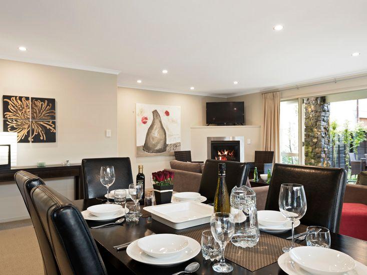 Dining Room onto Lounge
