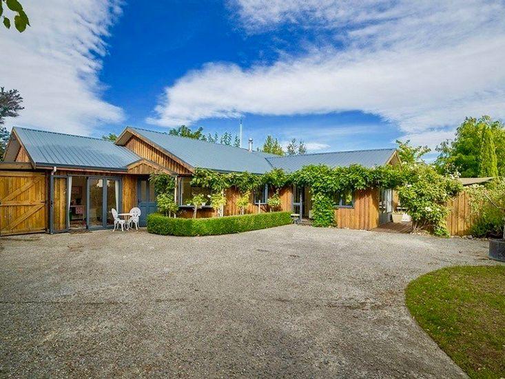 Wisteria Lodge - Cromwell Holiday Home