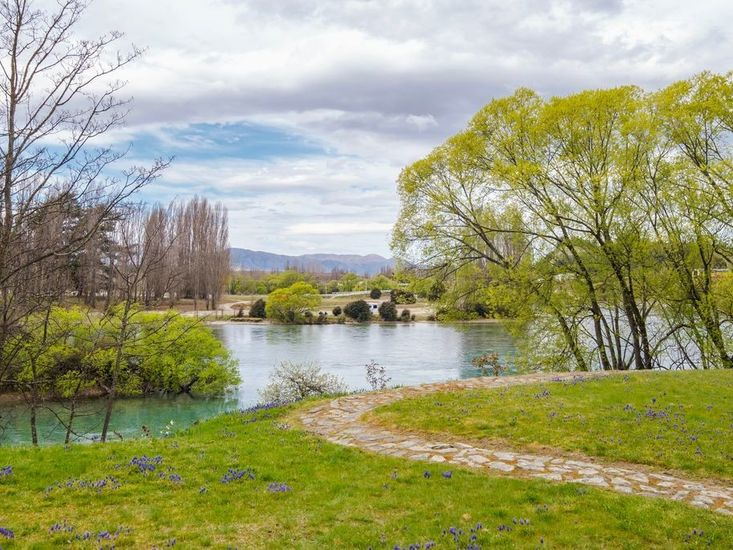 Waterfront Views from Wanaka Stone Cottage