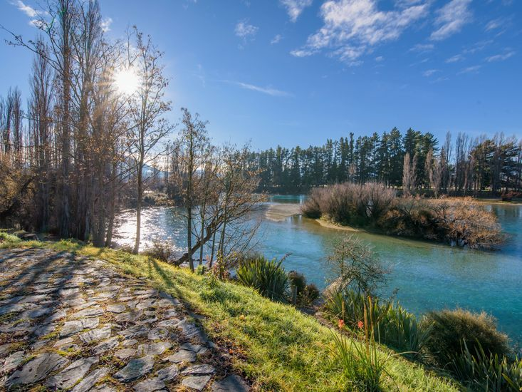 Waterfront views over the beautiful Clutha River