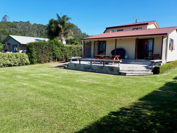 5 Doors Down Hahei Beach - Rear Lawn of Cottage