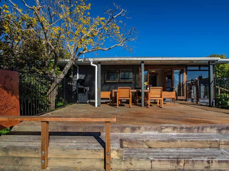 Outdoor deck and sheltered BBQ area