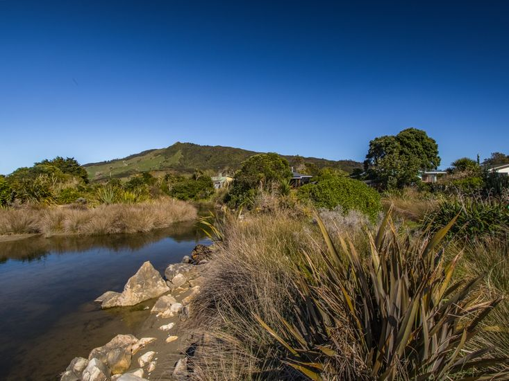 Estuary access and rural views!