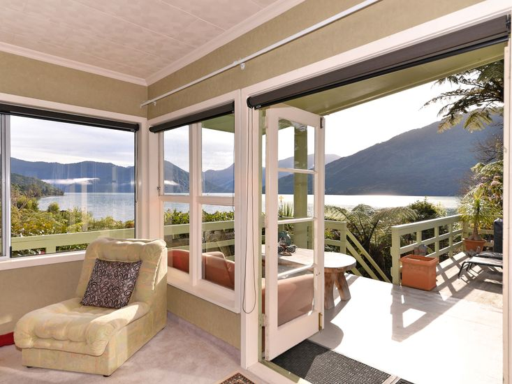 View and access to decking from lounge
