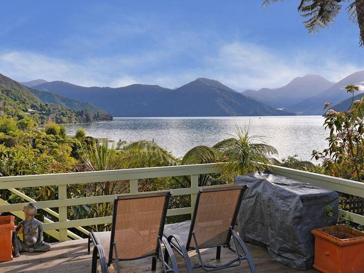 Belvue Bay Hideaway - Marlborough Sounds Holiday Home