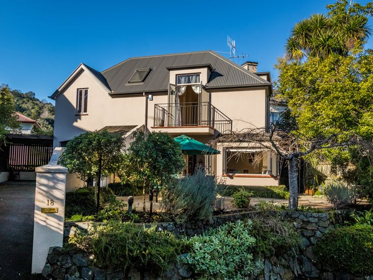 River Dance Townhouse - Nelson Holiday Home