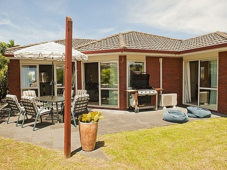 Bliss by the Beach - Whangamata Holiday Home - Exterior