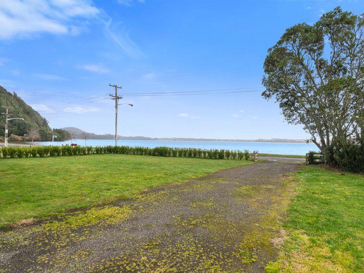 Front Garden - Ruato Bay Rotoiti
