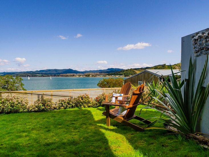 Garden and outdoor living with stunning ocean views!