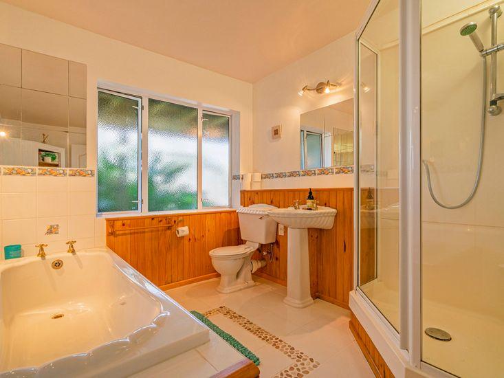 Downstairs Apartment - Bathroom